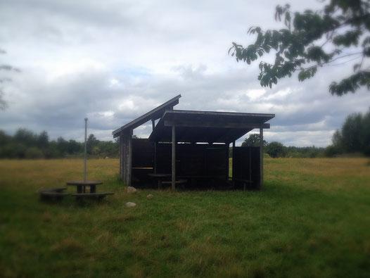 eine Schutzhütte auf dem Ochsenweg