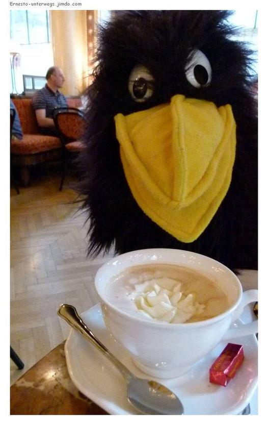 Schlagobers, Milchkaffee, Cappuccino, Wien, Vienna, Austria, Österreich, Café, Café Central, Ernesto, unterwegs, Reiserabe, reisen, Reise
