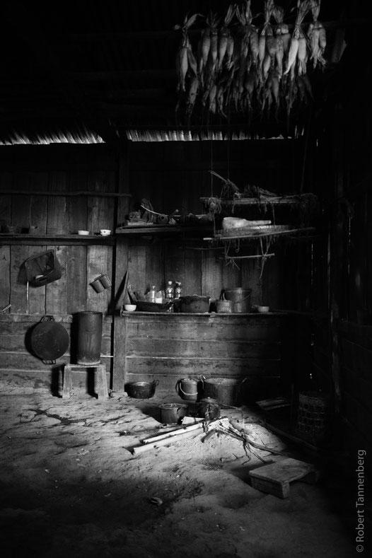 Typische Einrichtung der Kochstelle in einer Hütte.