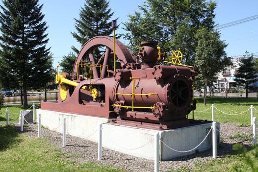 コーリス式蒸気機関および発電機