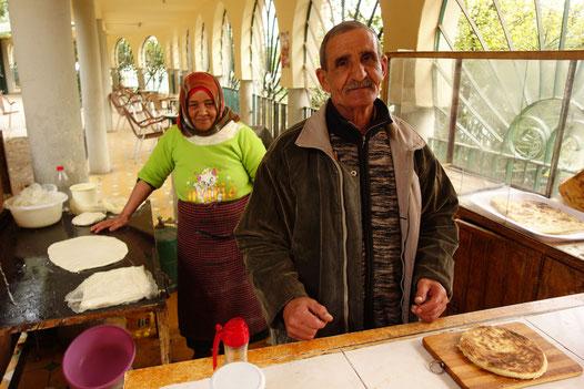 Marocains préparant des gallettes