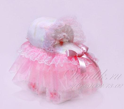 Колясочка из памперсов (розовая) для девочки