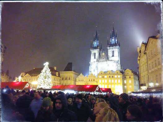 Weihnachtsmarkt in Prag am Abend