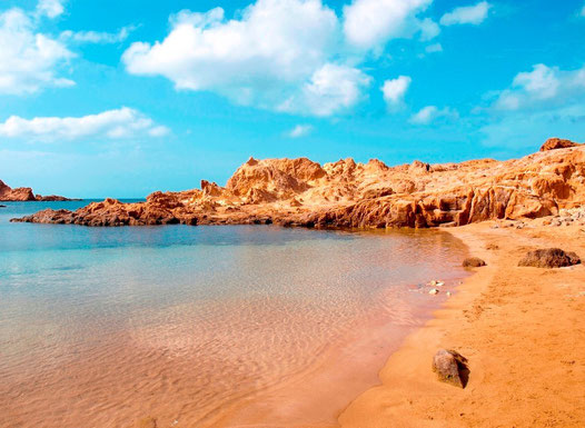 Eine kleine Bucht auf der spanischen Insel Menorca