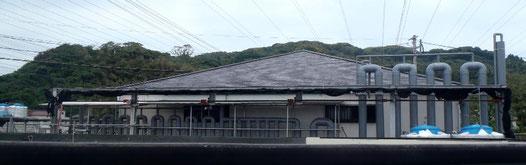 大きなパイプが並ぶ志賀島の「栽培漁業種苗中間育成施設」
