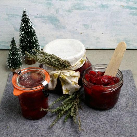 Weihnachtsgeschenke aus der Küche: Apfel-, Cranberry- und Thymian-Chutney