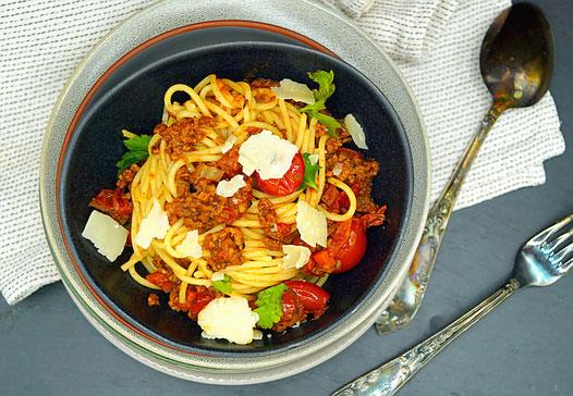 Ragù alla Bolognese aus dem Slow Cooker zum Nationalen Spaghetti - Tag