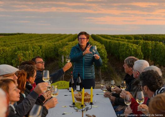 balade-randonnee-vignoble-visite-cave-troglo-degustation-vin-soiree-crepuscule-activité-insolite-Vouvray-Tours-Amboise-Touraine-Vallee-Loire-Rendez-Vous-dans-les-Vigness-Myriam-Fouasse-Robert