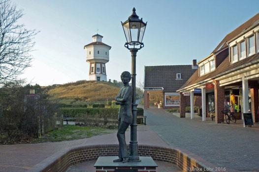Wasserturm und Lale Andersen Denkmal auf Langeoog