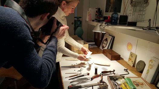 Bild: Herstellung von handgemachgten Ossa-Sepia Guss Manschettenknöpfen für Morent Exclusive Accessoires Berlin