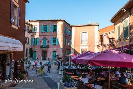 Bild: Markplatz mit Hôtel de Ville in Roussillon