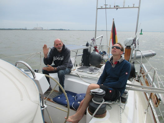 Käptn Blaubär (alias Reimer) und Manfred frohgemut in den Urlaubsstart