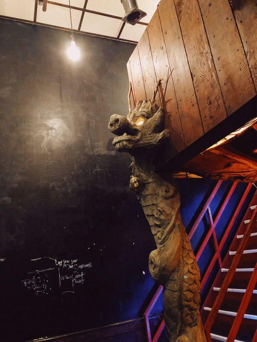 この龍をつくったゲストハウスのスタッフは、寺尾さんが北京留学を共にした友人である。(提供:寺尾ブッタ)