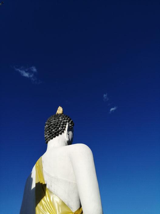 white buddha on the hill Pai Thailand ANNETTE FINKELDEY FREISCHWINGEN.DE ARCHITEKTUR RUTENGÄNGERIN HAMBURG  Architektin Hamburg