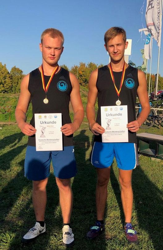 Bastian und Benjamin Küver (rechts) bei der Siegerehrung.