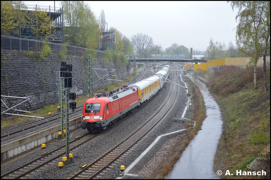 Am 16. April 2918 trotzte ich dem Regen, um den überraschend schnellen Messzug ST (97.5) 92100 Minden - Chemnitz kurz vor seinem Ziel zu dokumentieren. 182 506-6 hat inzwischen etwas Seitenwerbung erhalten