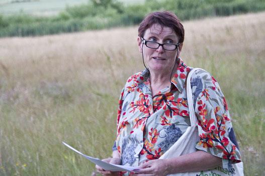 Ellen Wortmann, Kräuterpädagogin und Märchenerzählerin.  Foto. NABU/Günter Lessenich