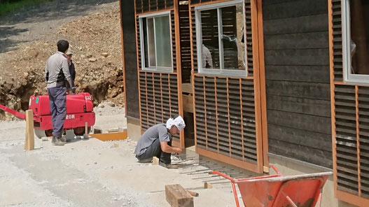 材料倉庫'(現作業場)周りの土間コンクリート工事