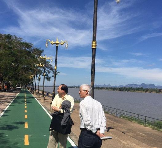 ナコンパノム警察署前を流れるメコン河