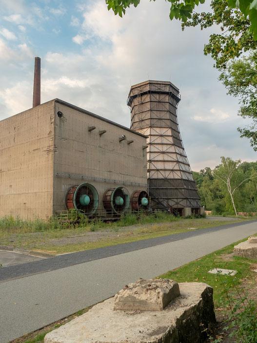 Ein noch erhaltener Kühlturm, die bei der Abkühlung des Koks entstehende Wasserdampf sollte nach oben abgeleitet werden.