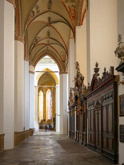 Eines der Seitenschiffe der Kirche