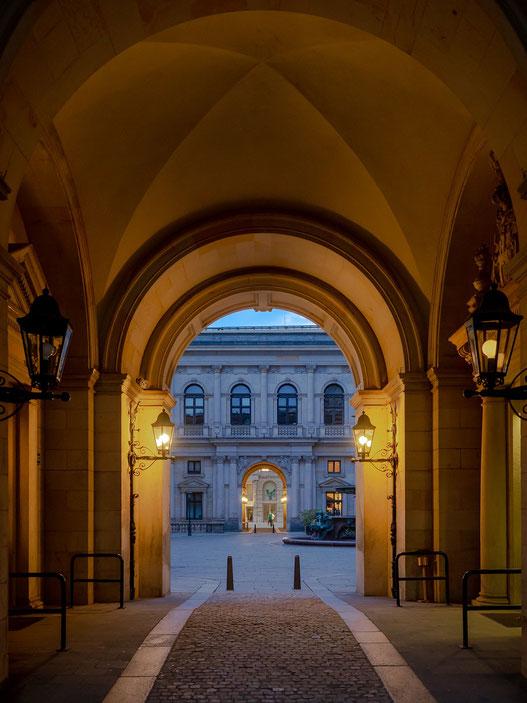 Eingang zum Innenhof des Rathauses