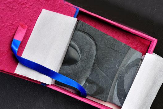 talla en pizarra negra,envoltorio,diseño,regalo, caja a medida