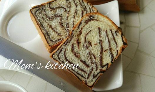 上がいつものパン切り庖丁で下がタダフサです。