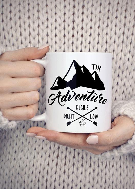 Bedruckte Tasse mit Spruch Adventure