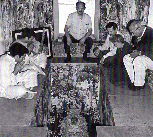 Start of February 1969. Rustom & Sohrab Irani ( far left ) inside Meher Baba's crypt.