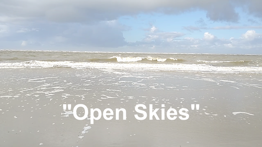 "Titelbild zur Playlist zum Notenband ""Open Skies"", Wellen und Strand,"