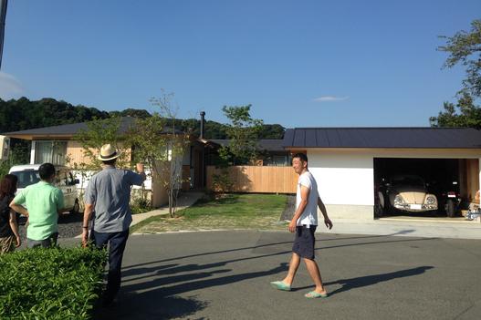 「兄の家」見学会の写真 / 横内敏人さんと施主(兄)