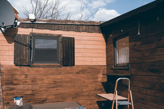Painting wood, wooden cabin, tiny living, DIY, lonelyroadlover