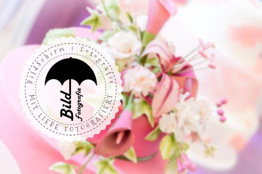 Logo von BildSchirm|Fotografie auf Blumenhintergrund