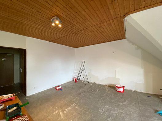 Foto mit einem Blick in einen Teil des zu renovierenden Gruppenraums