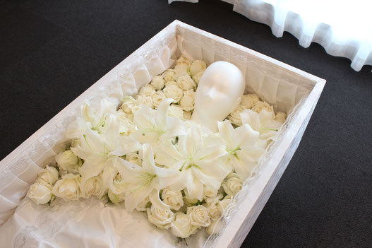 特別なお花(切り花)をメッセージと共に手向ける事ができます。*イメージの画像