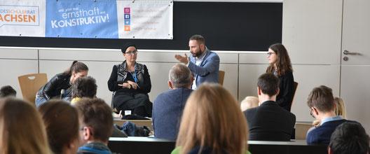Politikverdrossenheit unter Jugendlichen? Keine Spur! Der Vorlesungssaal der Hochschule für Bildende Künste Dresden war gut gefüllt und es wurde kontrovers diskutiert.