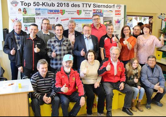 Daumen hoch und Action! Der neue Top 50-Klub 2018 ging bei unserem 38. Sierndorfer Tischtennisturnier unter knallenden Sektkorken im Beisein vieler Top 50-Klub-Mitglieder in Einsatz!