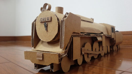 SL機関士のお父さんと一緒に作った段ボール機関車C622。