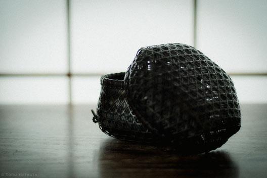 『竹組亀甲酒籠』(2018)蓋の編み目を見せて(Fujifilm X-T20)