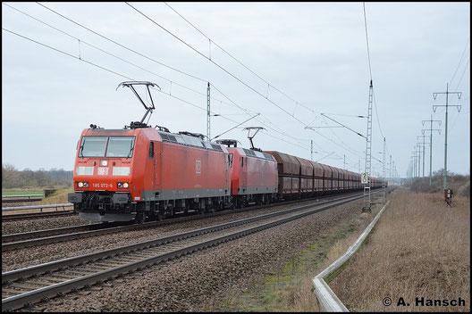 Am 5. Februar 2016 hat 185 072-6 Vorspann vor 145 002-2, die mit einem schweren Kohlezug Berlin Französisch-Buchholz stadteinwärts durchfahren