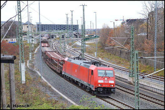 185 222-7 zieht am 14. November 2015 GA 52813 als Umleiter durch Chemnitz Hbf. gen Mosel