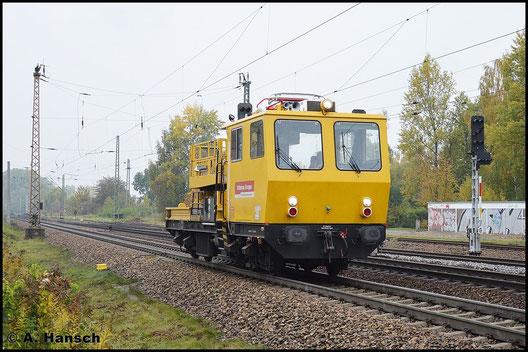 Das Bild dieses Oberleitungsbautriebwagens entstand am 19. Oktober 2015 in Leipzig-Thekla