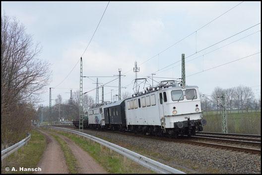 109 073-7 der Triangula GmbH überführt am 20. April 2021 ihre Schwesterlok 109 084-4. In Chemnitz-Furth kam das besondere Gespann auf den Chip