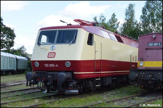 Am 31. Juli 2021 trägt die Lok ein anderes Farbkleid, als sie zum Bw-Fest Weimar präsentiert wird