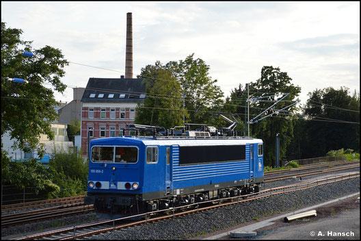 Am 12. September 2021 fuhr die Lok mir als PRESS-Eigentum im typischen Firmenblau am Hp Chemnitz-Süd vor die Linse. Als 155 059-2 ist die Lok im Nummernschema des EVU eingereiht
