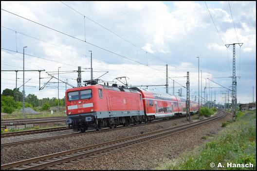 112 121-9 verlässt mit RE gen Berlin den Hbf. Luth. Wittenberg (5. Juni 2020)