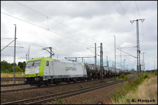 185 598-0 durchfährt am 5. August 2018 mit einem Kesselwagenzug Luth. Wittenberg Hbf.