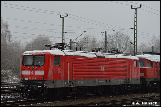 Am 05.01.2021 steht die Lok, zum Abtransport gen Schrottplatz bereit, am AW Chemnitz