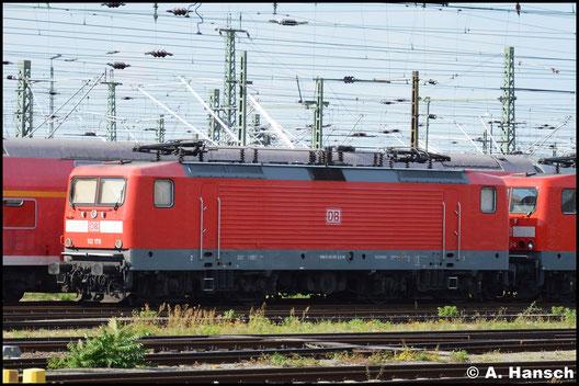 112 170-6 ruht sich am 27. August 2016 im Vorfeld von Leipzig Hbf. aus. Dahinter ist 114 032-6 abgestellt